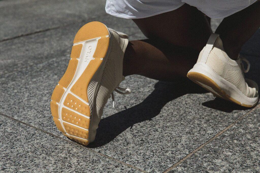 sporty person wearing hylo vegan shoes